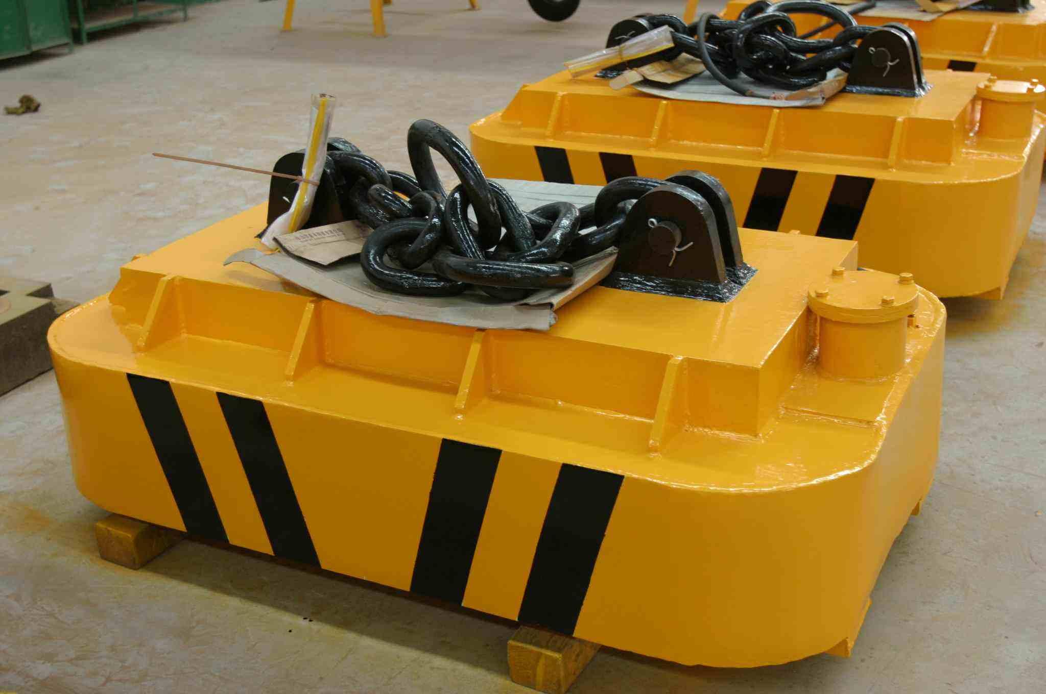 吊运钢带电磁铁 用途:吊